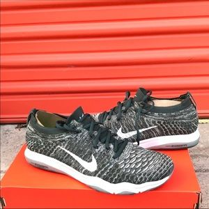 Nike flyknit zoom gym shoe